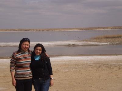 Зиба с подругой Сарбиназом. 2009
