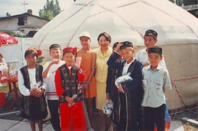 Инамжан с друзьями в Бишкеке в гостях у Майрам Акаевой. 1998